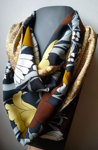 Collier-foulard Ladies à Versailles